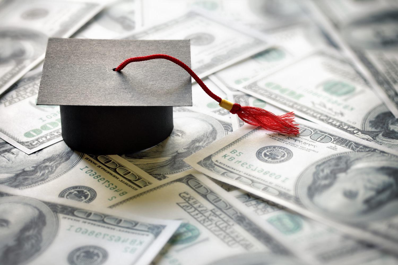 向符合条件的学生提供的紧急助学金